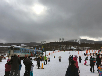 7103_ski01